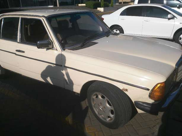 Mercedes 123, Yr 1985, 102 Engine, Manual Gears, Leather Seats Karen - image 1
