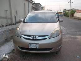 Toyota sienna xle gold color