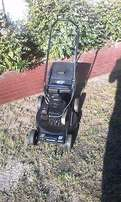 Briggs strattion 3.75hp petrol lawnmower in excellent condition