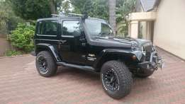 Jeep wrangler LOW KM! +Warranty