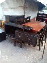 Tv stand(5fts)