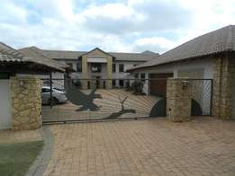 Spacious 6 bedroom house for sale in Leeuwfontein!