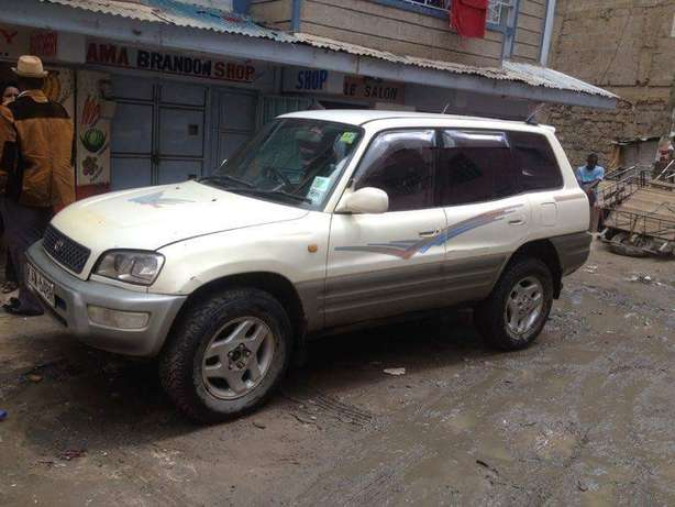 Old school Clean Toyota Rav 4 lady owner just buy and drive Nairobi CBD - image 2