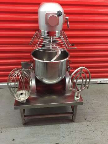 Hobart 20 Qrt Mixer Guarded With 3 Attachment Springs - image 2