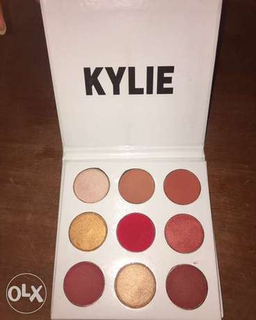 Kylie Jenner cosmetics eyeshadow palette