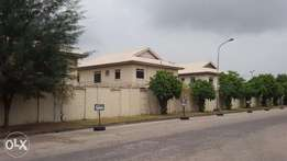 Upgraded 4 Beds Home in Cable Point Estate Lekki, Lagos.