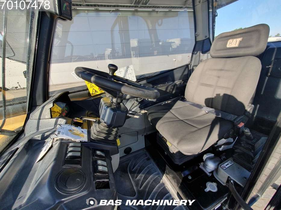 Caterpillar TH417C Bucket and forks - 2014 - image 9