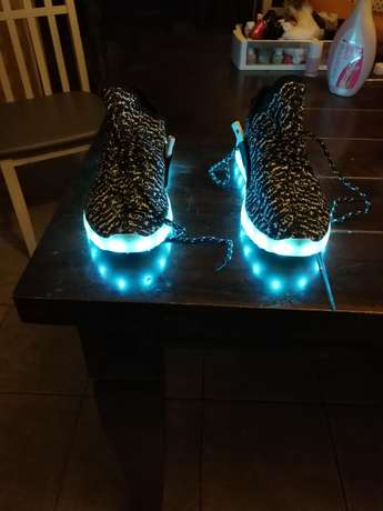 Led shoes for sale. Size 10. Thornton - image 7