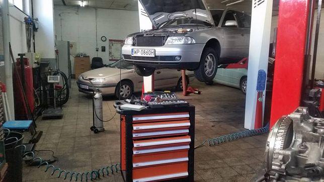 Wyborny samochodowy mechanik