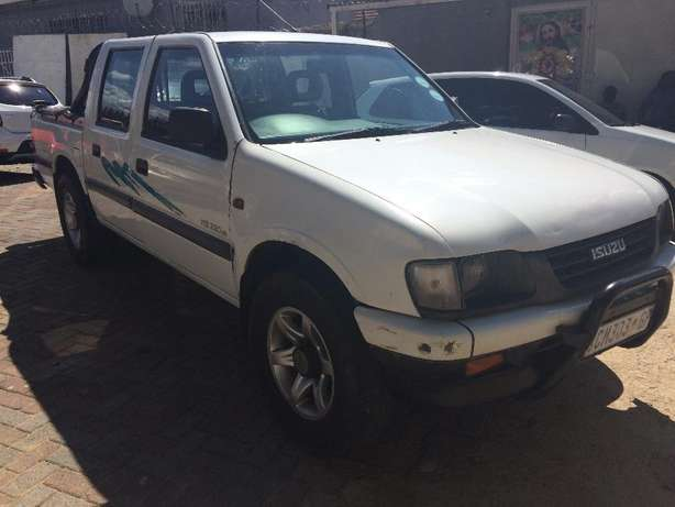 2001 ISUZU KB 200 Selling Price R48,999 Negotiable Winchester Hills - image 2