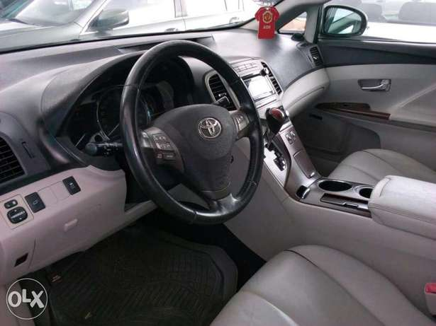 ADORABLE MOTORS: An extremely clean, fairly used 010 Toyota Venza Lagos Mainland - image 4