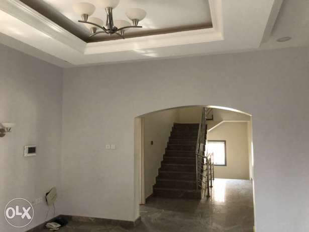 5 bedroom terrace house for rent Abuja - image 2