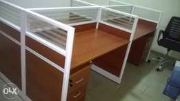 Four seaters office workstation table
