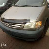 Tokunbo Toyota Sienna 2001 forsale
