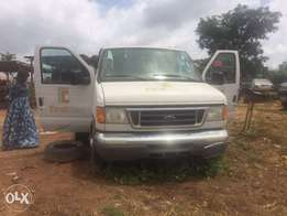 Ford E350 Super Duty 15 Passenger Bus