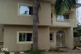 Fully detached 4 bedrooms duplex with 2 rooms Bq