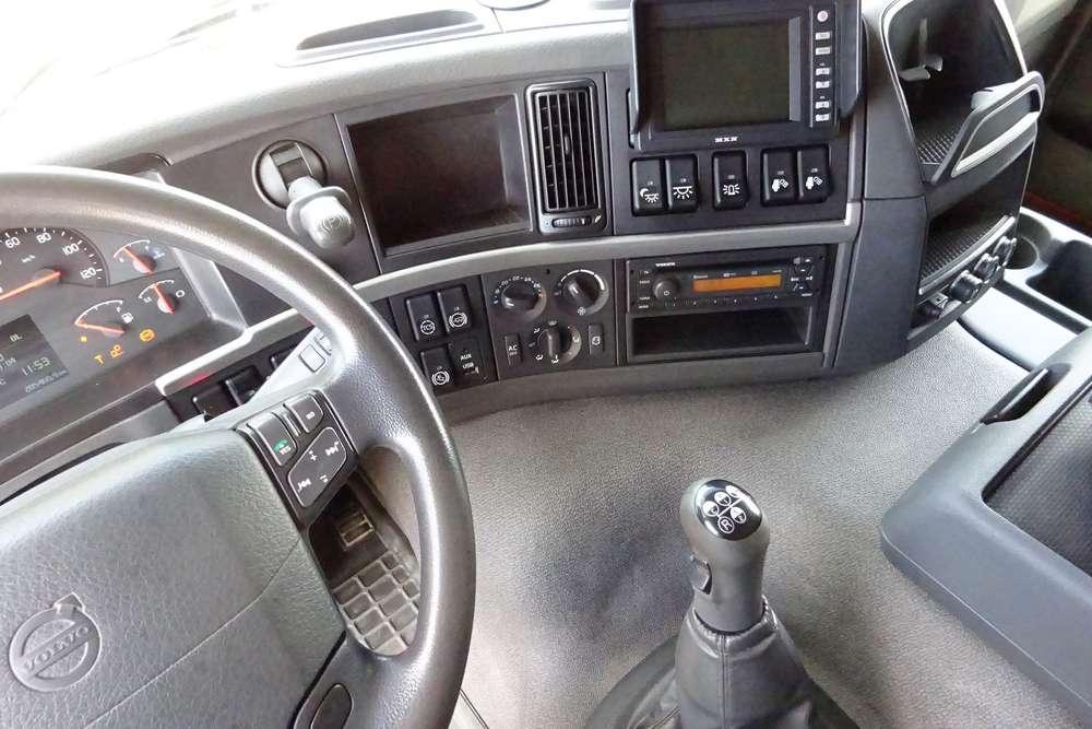 Volvo FM 370 8x2 - 2011 - image 11