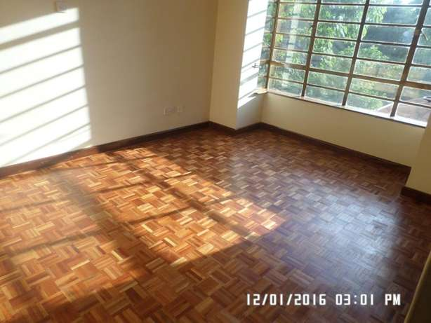 A 6 bed, all en-suite with 2 SQs for rent in Lavington Green. Lavington - image 5