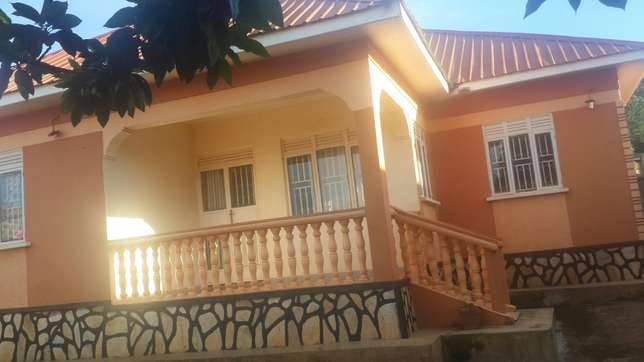 Residential 4bed roomed house bweyogerere axcessible to main Kampala - image 1