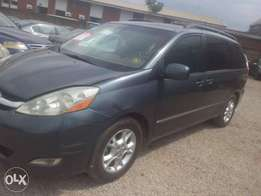 Toyota Sienna limited 2005 gray