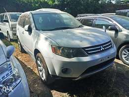 White color Mitsubishi outlander 2010 model. KCP