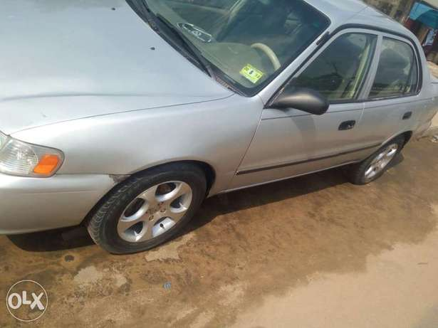 Clean Nigerian used Toyota corolla 2000 Model Port Harcourt - image 3