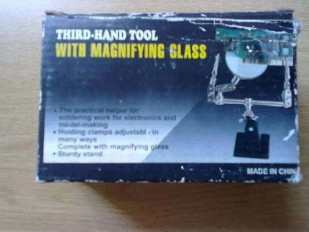 Portable am fm radio and Third hand tool with magnifying glass Faerie Glen - image 3