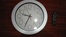 Very Large Wall Clock. 100r