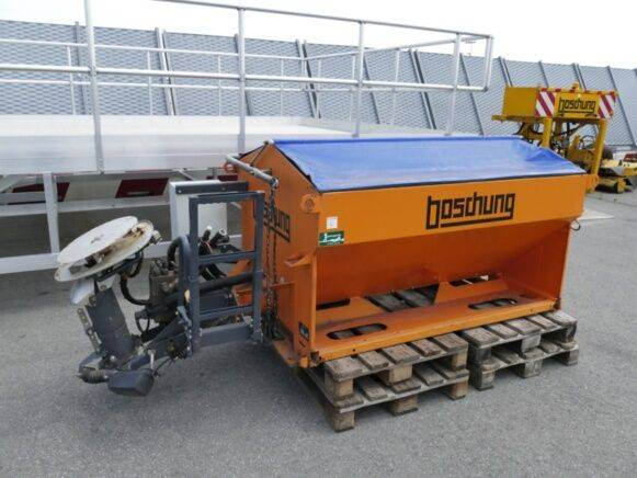 Boschung w 1701-2h gritter for sale by auction - 2019