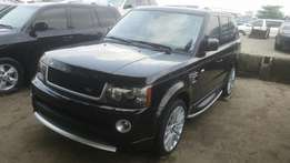 Very clean 2013 range rover sport jeep negotiable