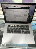 Macbook Pro 15 Retina Touchbar - 256ssd / 16gb ram / i7 /2gb Dedicated