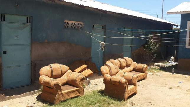 Residential cum commercial: 2x 2bedrooms; 1× bedroom; 5 shops self con Likoni - image 2
