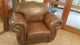 3 pce leather lounge suite.