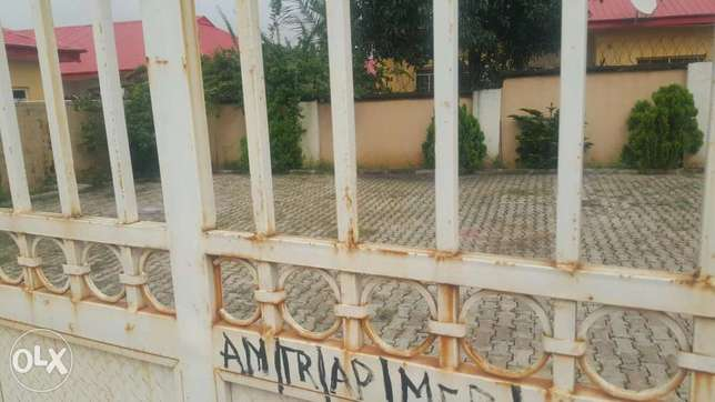 4 Bedroom Massive Bungalow in a lone Compound with BQ all RM Ensuite. Gudu - image 2
