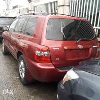 Toyota Highlander 2005model with DVD player, reverse camera etc