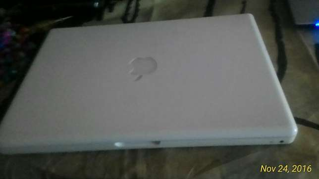 MacBook white Hamza - image 2