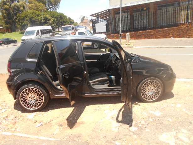 Immaculate condition 2007 VW Polo 1.4 Hatch with mags and sound Johannesburg - image 8