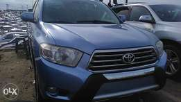 Foreign used Toyota Highlander 2010 keyless fuloption tincan cleared