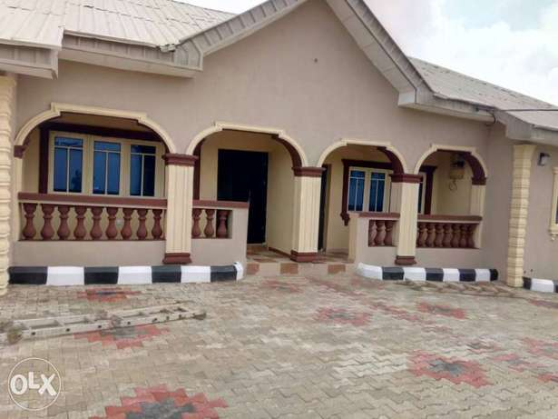 Tastefully built 2 bedrooms apartment for rent at idi-oya Ibadan South West - image 3