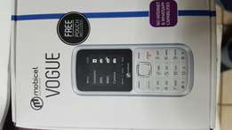 Cheap white cellphone with box charger new