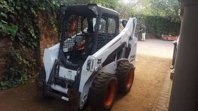 2014 Bobcat skidsteer with only 430 hours, bucket and forks attachment Kempton Park - image 1