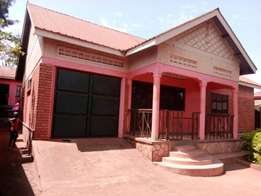 Lovely 3 bedroom stand alone house for rent in Kigunga-Mukono at 500k