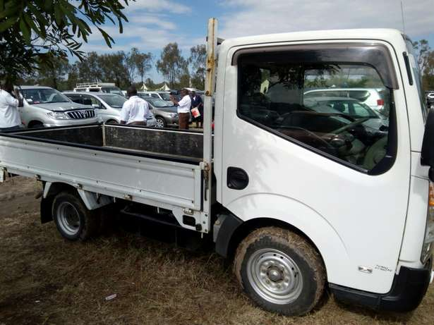 Selling Isuzu elf manual petrol 2000cc year 2010 Dagoretti - image 2