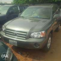 Nigerian Used Toyota Highlander 2005. 3-Row Seat, Excellent Condition.