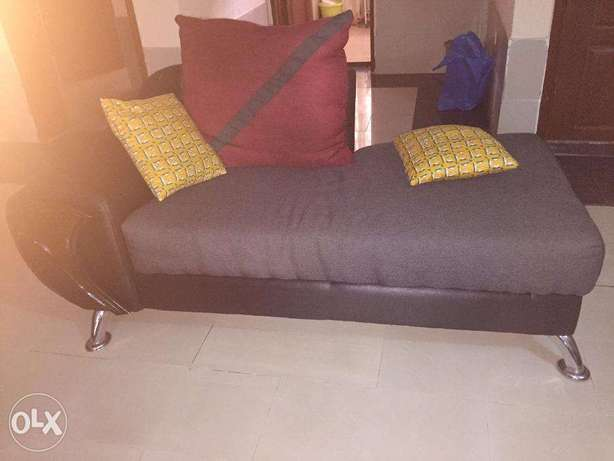 7 Sitter Fabric Sofa in Excellent Condition for Quick Sale Lekki - image 2