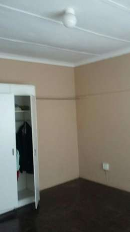 Big bedroom for rent in a flat,in Townsview/Rosettenviller Townsview - image 1