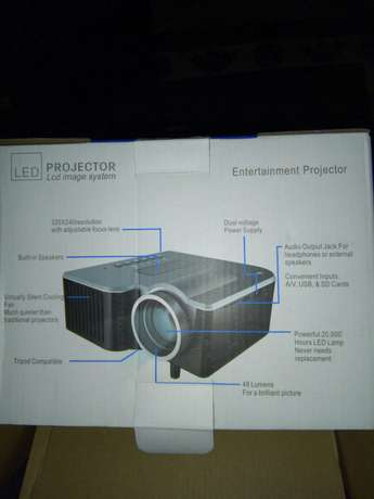 Home projector (20-80 inches screen) Nairobi CBD - image 4