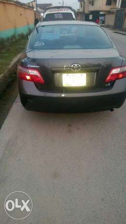 2007 Toyota Camry Le Lagos - image 2