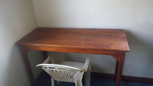 Clean, stable and sizable reading table Kondele - image 2