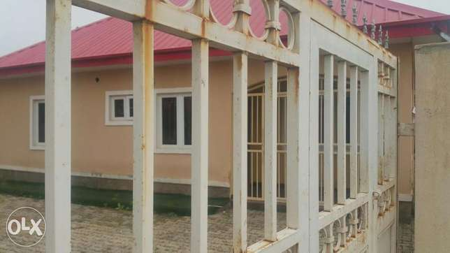 4 Bedroom Massive Bungalow in a lone Compound with BQ all RM Ensuite. Gudu - image 3